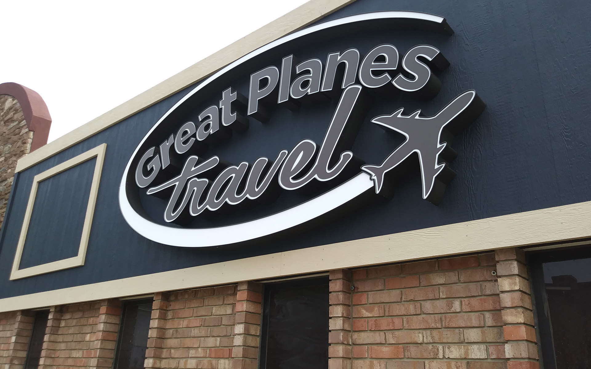 Signage Great Planes Travel